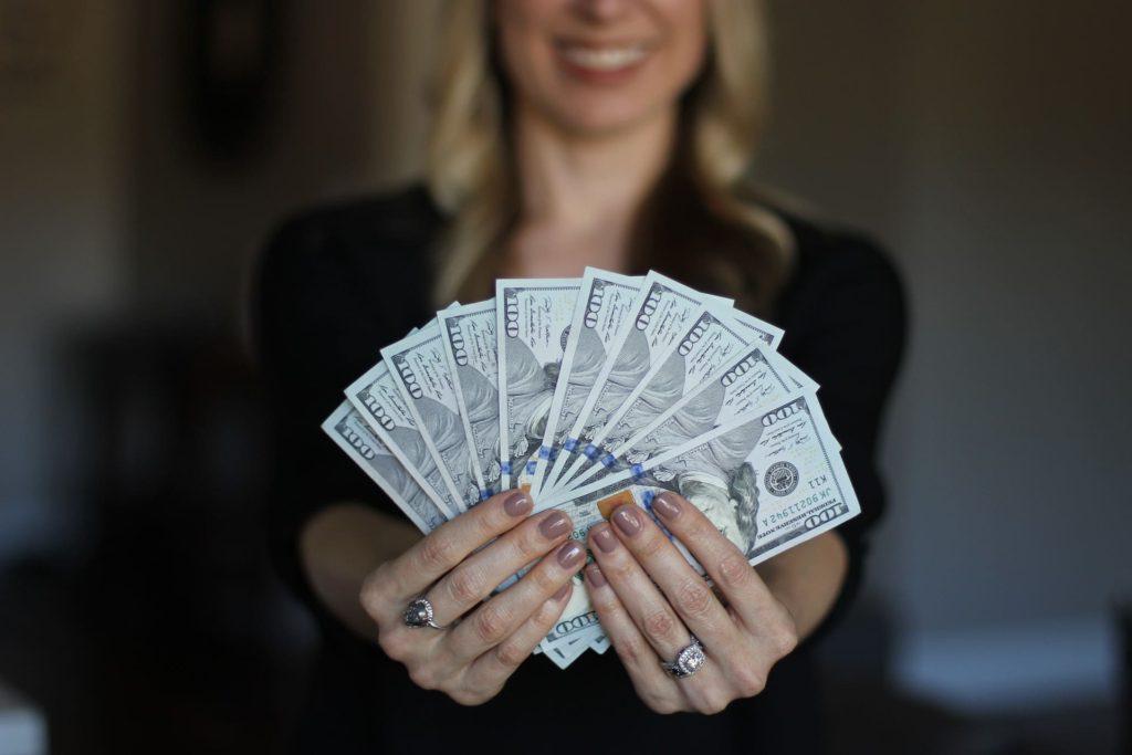 大富豪の女