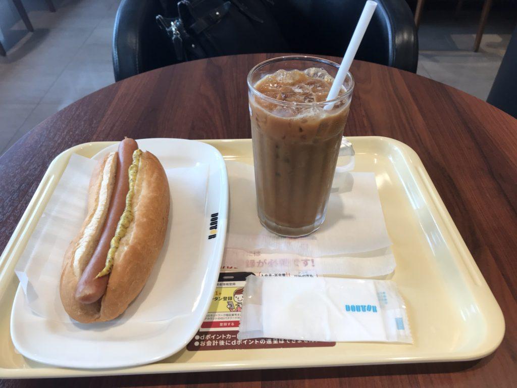 ドトールジャーマンドッグとアイスコーヒー