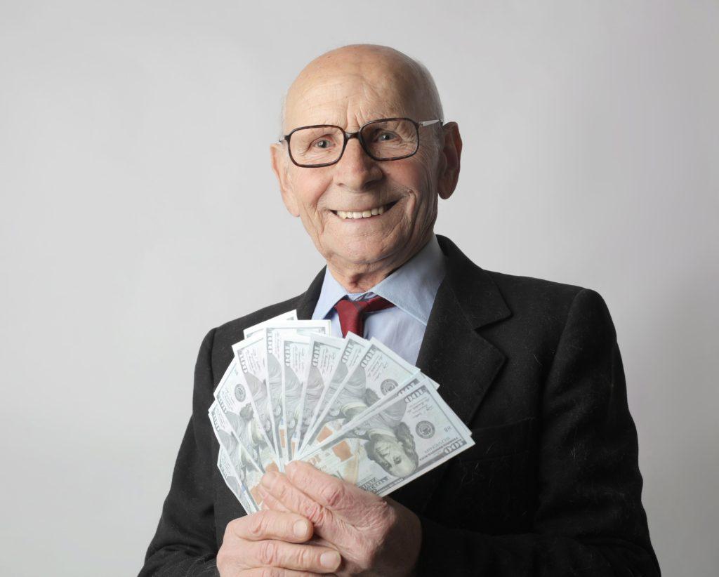 お金持ちの老人