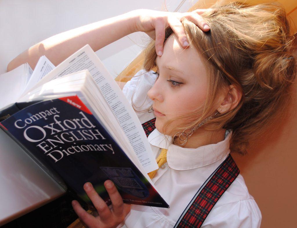 学習する女の子